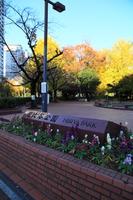 秋の日比谷公園入口