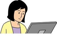 真剣にパソコンを見る10代女性