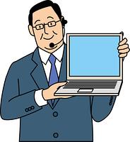 パソコンを見せて話す50代ビジネスマン