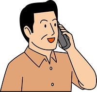 電話で会話する40代男性