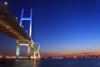 横浜ベイブリッジの夕景