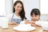 料理を作る親子