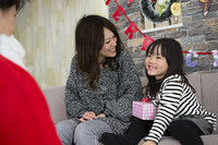 サンタとお母さんと女の子
