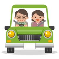 ドライブするシニア夫婦