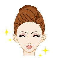 笑顔の女性 スキンケア 女性 顔アップ