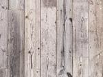 白いペンキを塗った古い板壁