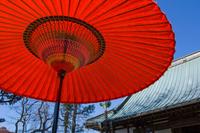 朱色の和傘