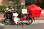 郵便配達のオートバイ