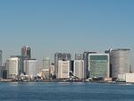東京港から眺めた汐留のビル街