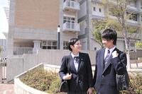 仲良く登校する男子高生と女子高生