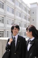 通学途中の高校生