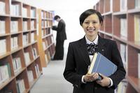 図書室の女子高生