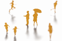 傘をさす女性と濡れる男性のクラフト