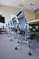 無人の会議室