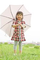 日傘を差す女の子