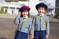 笑顔の幼稚園児男女