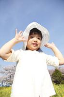 帽子を被った小学生女子