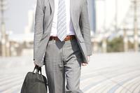 鞄を持ったビジネスマン