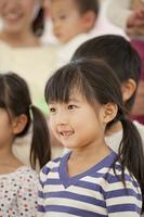微笑む保育園女児