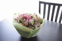 贈り物用の花のアレンジメント