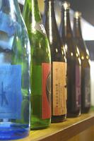 居酒屋の酒瓶
