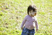 小さな女の子とシャボン玉