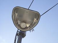 下から見上げた街灯