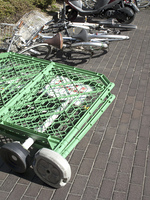 突風で倒れた自転車