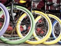 カラフルな自転車のタイヤ