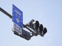 交通信号機と青空