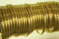 ショーウインドウの純金のアクセサリー