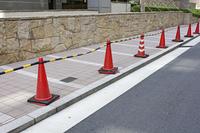 オフィス街の迷惑駐輪防止パイロン