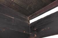 古い民家の室内の梁