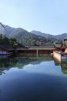 海面に写る厳島神社