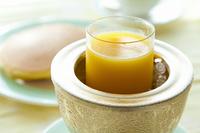 朝食のオレンジジュース