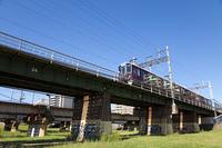 大阪淀川河川敷から見上げる阪急電車