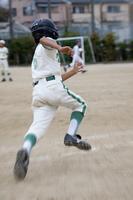少年野球男子ランナー