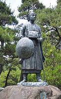 初夏の酒田・松尾芭蕉像