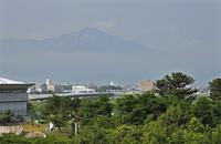 初夏の酒田・出羽大橋と鳥海山