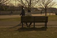 冬の公園ベンチ