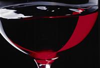 赤ワインの注がれたグラスのシズルアップ