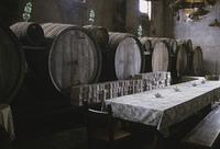 ワイン蔵のテーブル