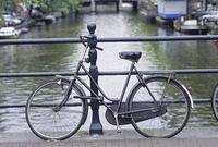 橋上の自転車