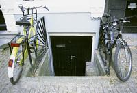 玄関と自転車