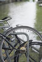 川端の自転車