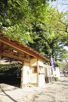 椿山荘の門