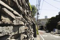 住宅街の石塀