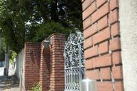 レンガ造りの門