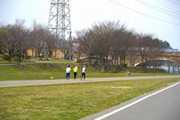 ジョギングする人々