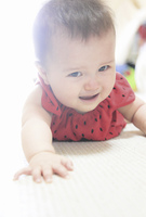 泣き顔のハーフの赤ちゃん